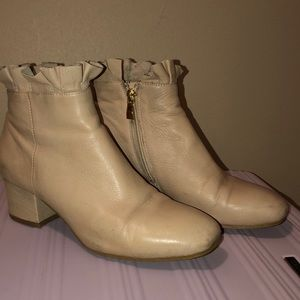 Shoes - Cute Tan Ankle Boots